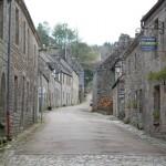 Locronan - ein wunderschönes uraltes bretonisches Dorf